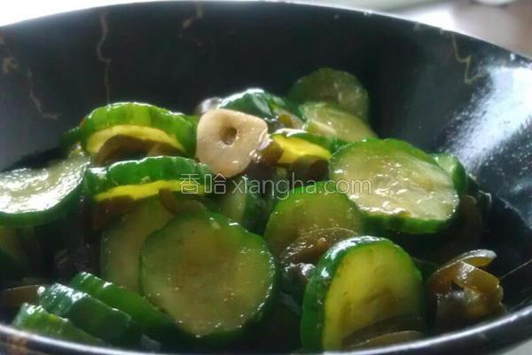 剥皮辣椒腌小黄瓜的做法