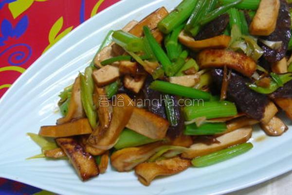 豆干腊肠炒管芹的做法