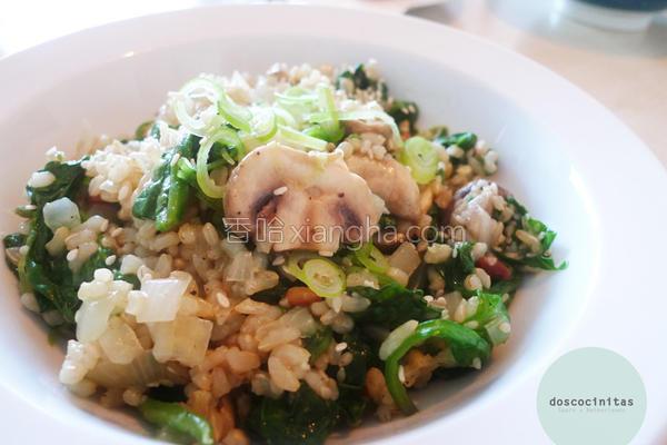 松子蘑菇菠菜饭的做法