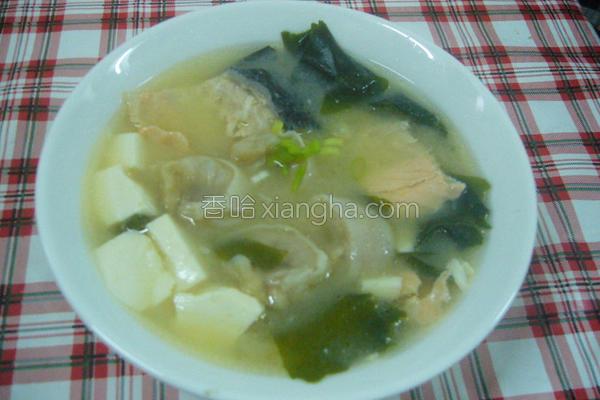 桂冠鱼饺味噌汤的做法