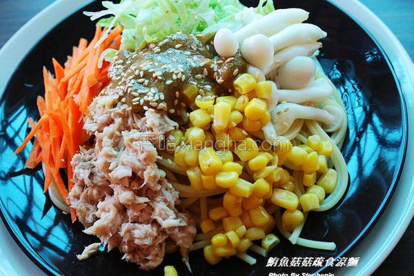 鲔鱼菇菇疏食凉面的做法