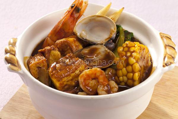 咖哩海鲜豆腐煲的做法