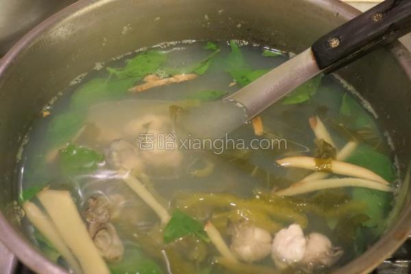 酸菜蚵仔汤的做法