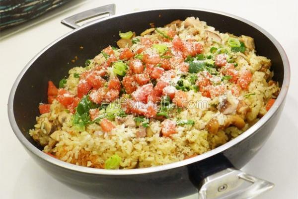 野菌焖鸡饭的做法