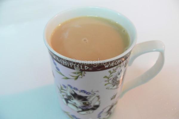 鲜奶红茶的做法