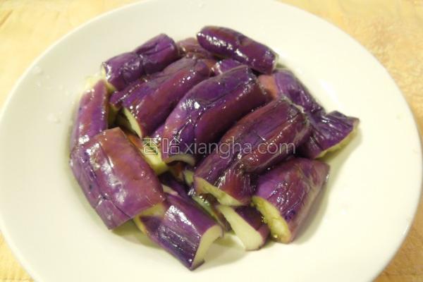 茄子不变色烹调法的做法