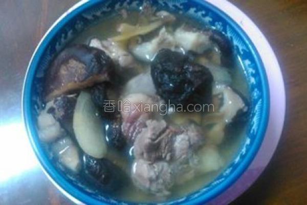 枫树菇排骨汤的做法