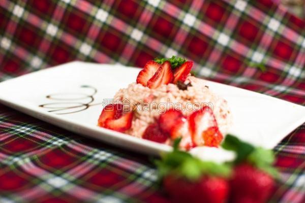 春季草莓培根炖饭的做法