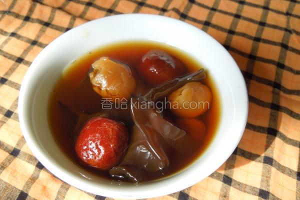 热唿唿黑木耳甜汤的做法