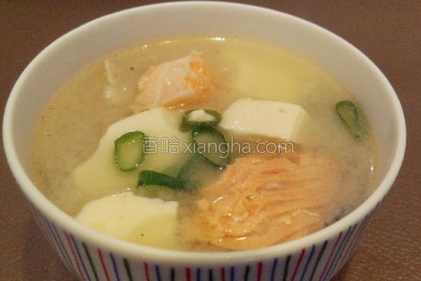 风鲑鱼豆腐味噌汤的做法