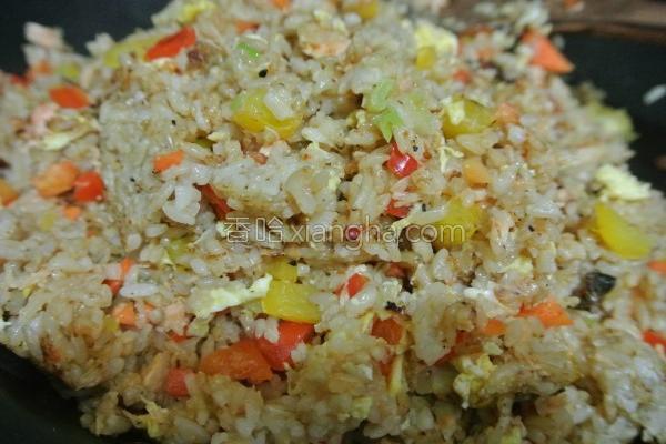蔬菜鲑鱼炒糙米饭的做法