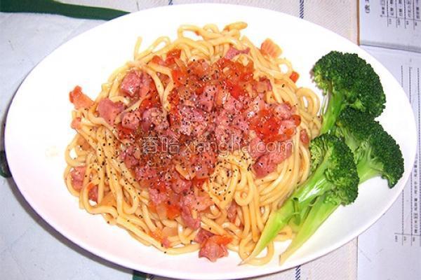 番茄香肠拌面的做法