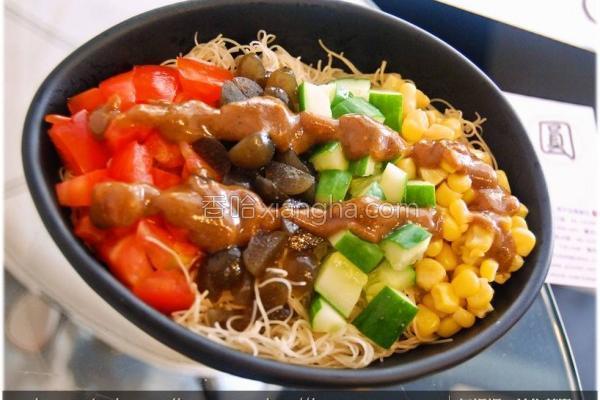 黑Q鲜蔬凉拌米粉的做法