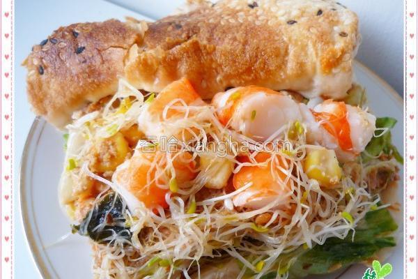 烧饼鲜虾沙拉的做法