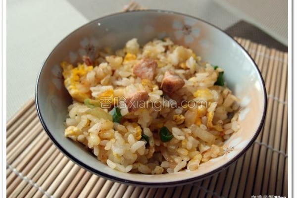 鲑鱼料理鲑鱼炒饭的做法