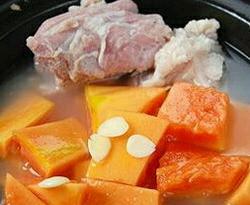 胡萝卜玉米排骨汤的做法图解8