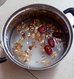 核桃红枣粥的做法图解2