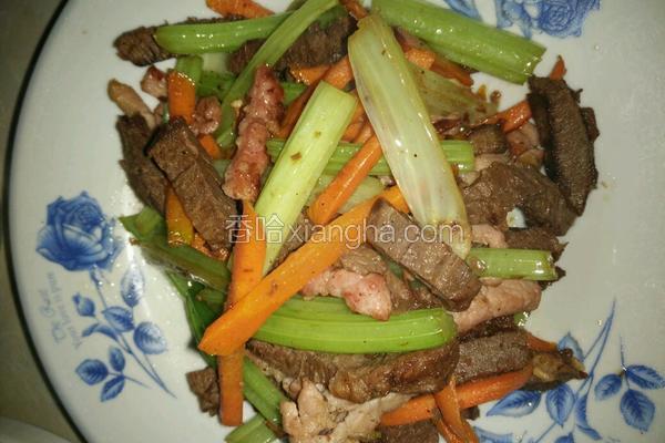 西芹胡萝卜炒双肉
