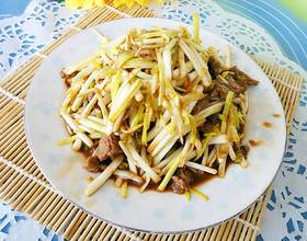肉丝炒蒜黄
