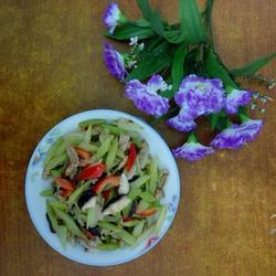 香菇西芹炒肉的做法[图]
