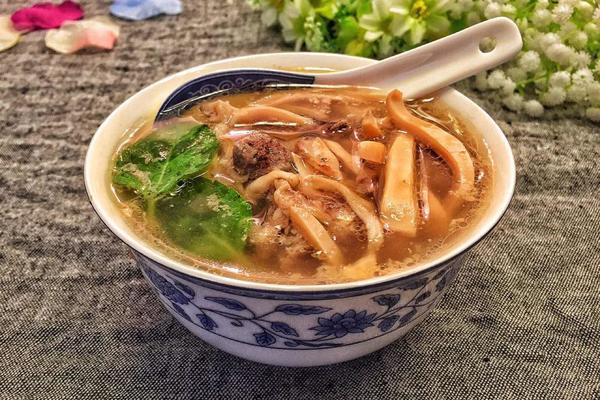 炖墨鱼排骨汤