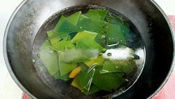 海带枸杞排骨汤的做法图解3