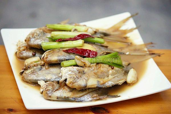 家常烧小鲳鱼的家常_做法烧小洋葱的大全鲳鱼怀孕3个月能吃做法吗图片