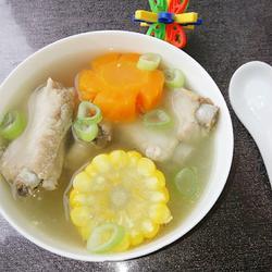 胡萝卜玉米排骨汤的做法[图]