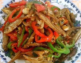 红青椒爆炒火焙鱼