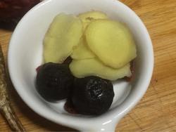 电饭煲当归红枣鸡爪汤的做法图解2