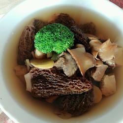 羊肚菌炖海螺
