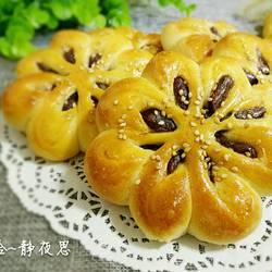 花朵豆沙馅面包的做法[图]