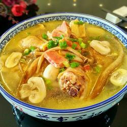 金华火腿菌菇炖鸡汤