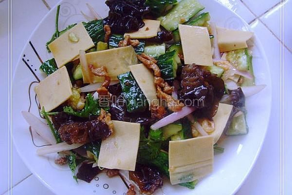 肉丝拌杂蔬的做法