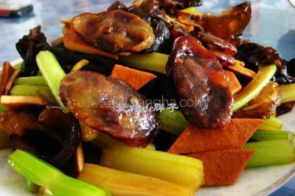 西芹豆干炒腊肠的做法