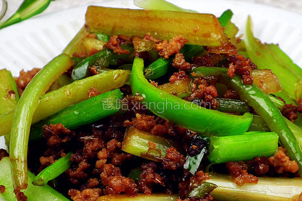 肉末尖椒炒芹菜的做法