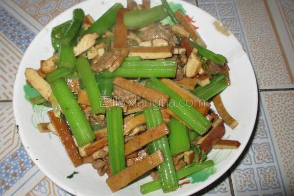 西芹豆干炒瘦肉的做法