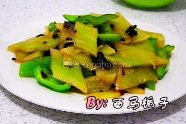 豆豉尖椒莴笋的做法