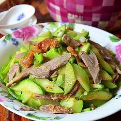 西葫芦炒烤鸭肉的做法[图]
