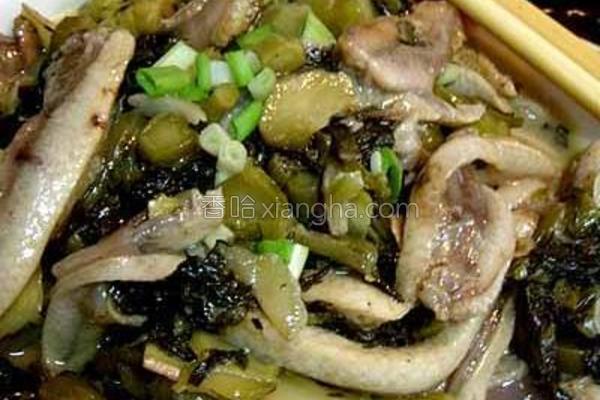 酸菜焖米鱼胶的做法