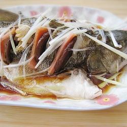 蒸鲈鱼的做法[图]