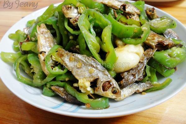辣椒圈炒火焙鱼的做法