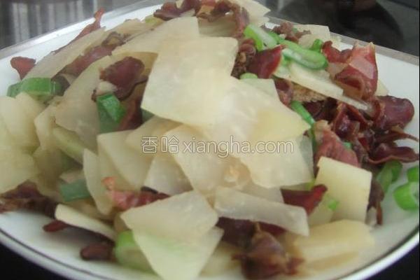 腊鸭胗焖大头菜的做法
