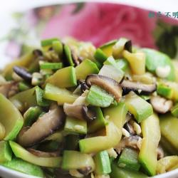 西葫芦炒香菇的做法[图]