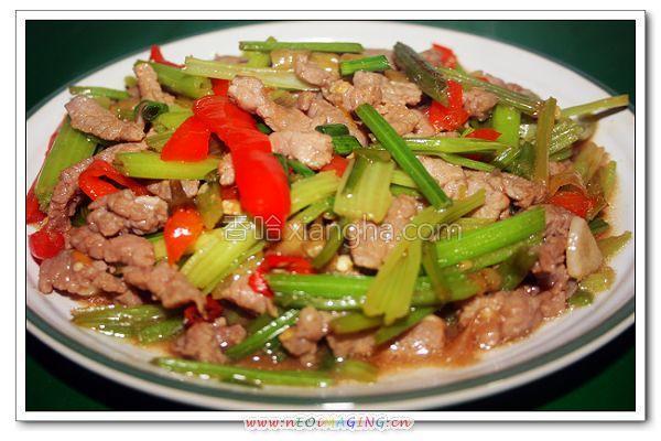 芹菜泡椒炒牛肉的做法