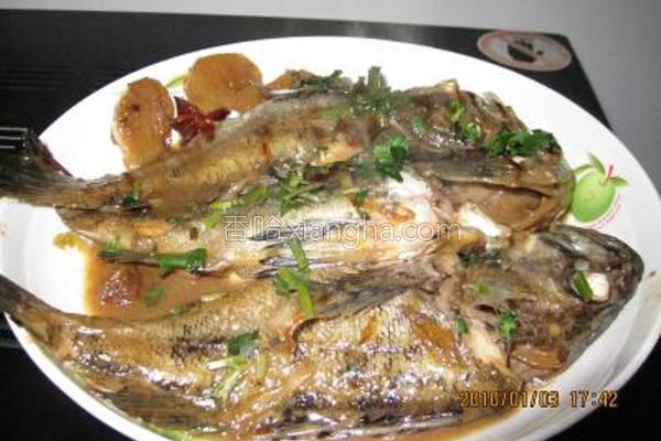 原汁焖黑鱼的做法