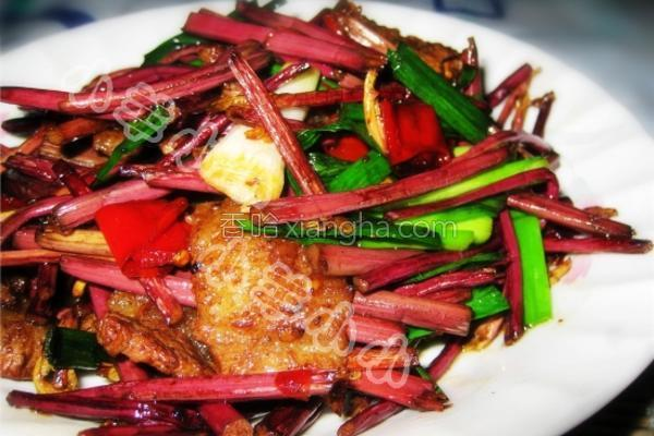 猪肉炒蕨菜的做法