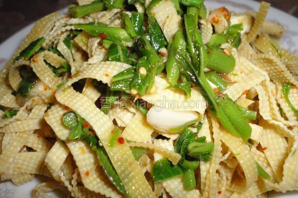 凉拌香椿豆腐皮的做法