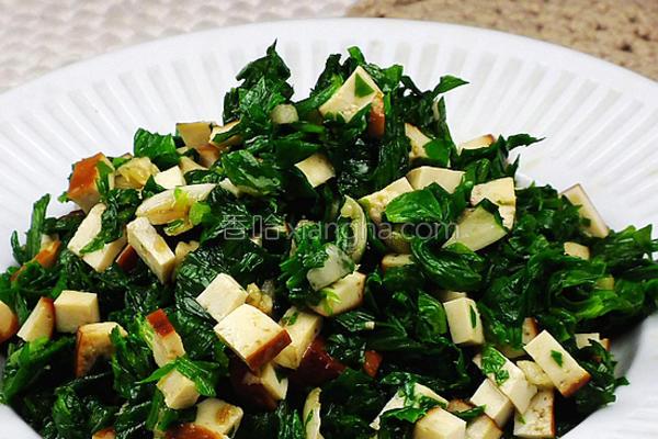 凉拌熏干芹菜叶的做法