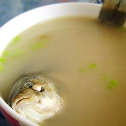 香浓鲫鱼汤的做法[图]